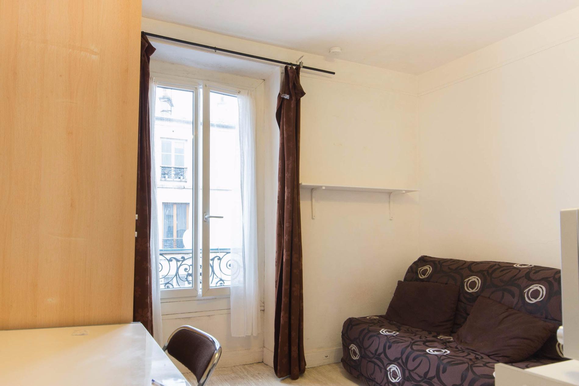 Rue Sambre et Meuse, studio 12,94 m²